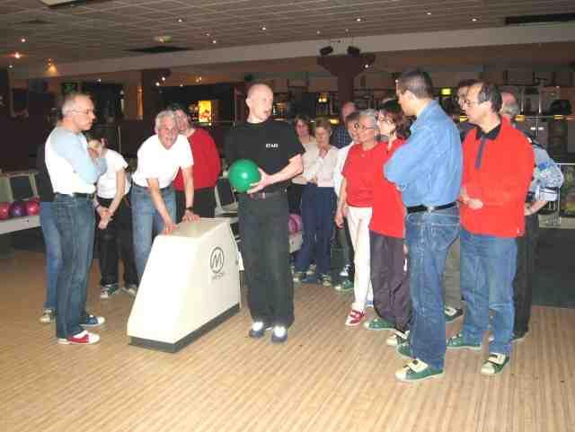 Quel est le poids d'une boule de bowling?