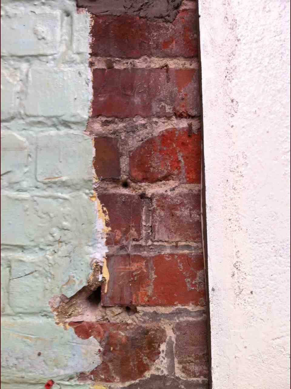 Comment enlever de la peinture sur de la brique ?