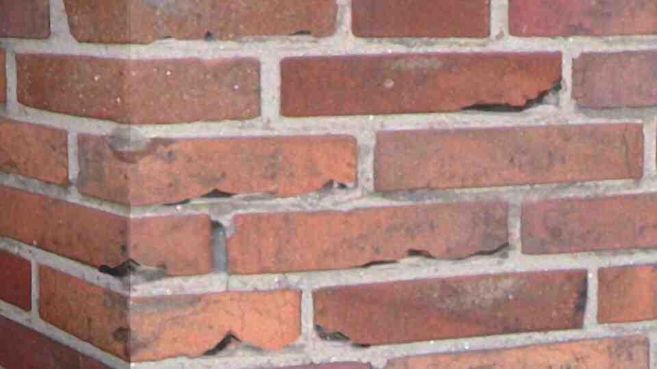 Comment enlever des taches de peinture sur de la brique ?