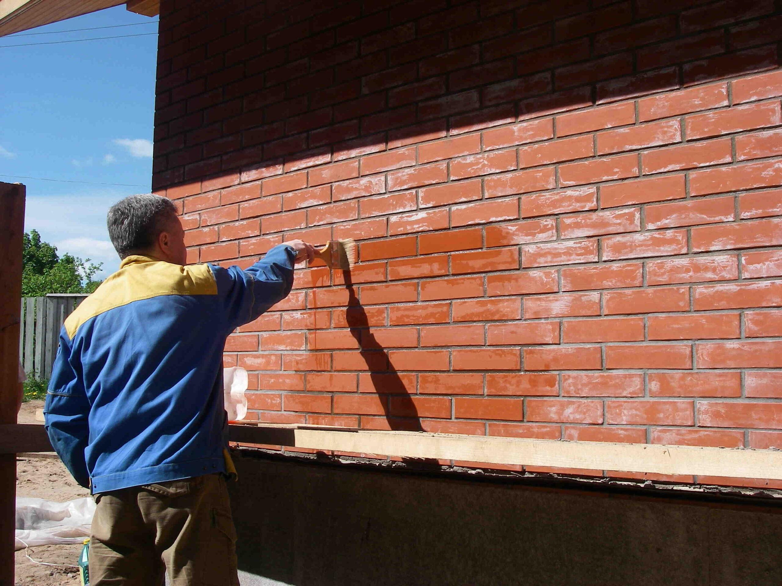 Comment enlever la peinture d'une brique?