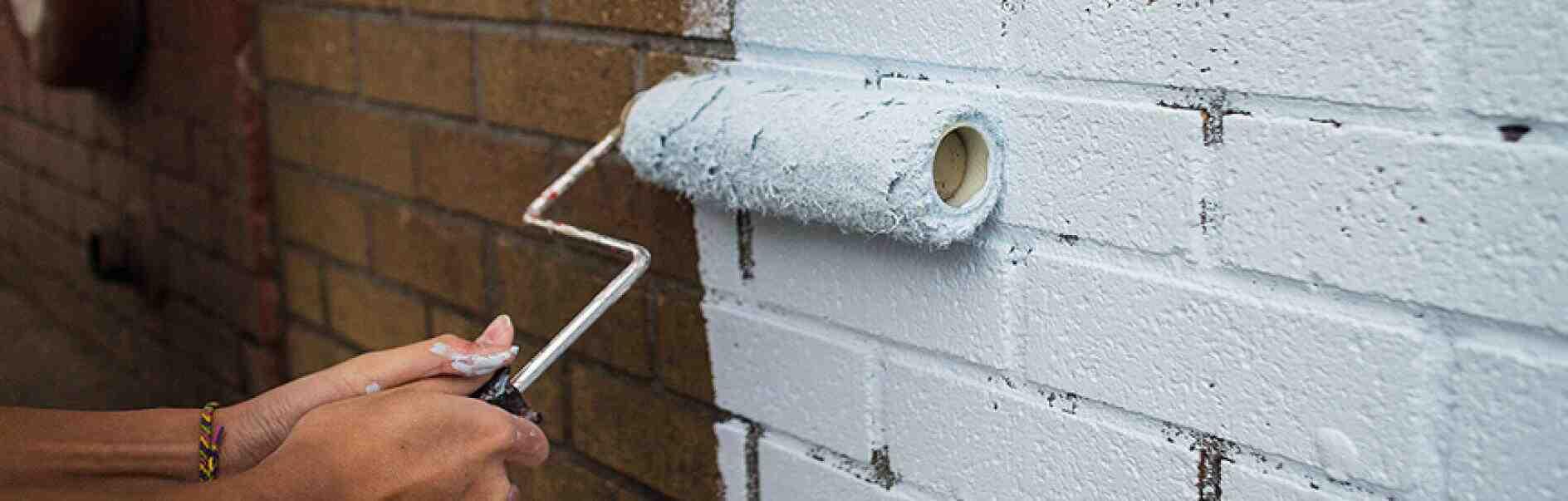 Comment enlever le vernis des briques?