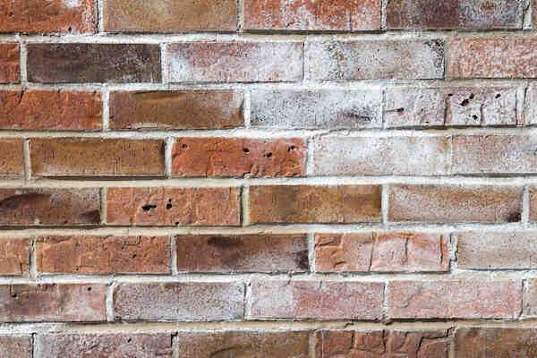 Pourquoi les briques tournent-elles ?