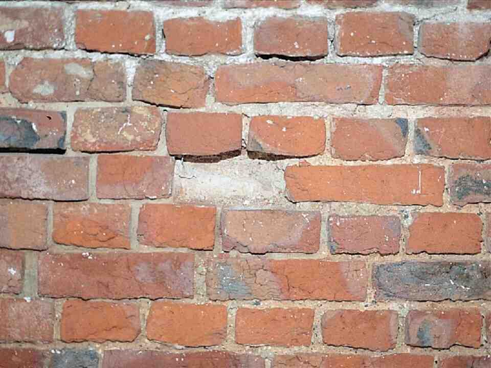Comment enlever les traces de ciment des briques rouges ?