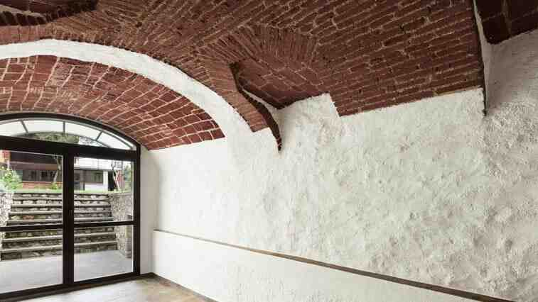 Comment traiter le salpêtre sur un mur extérieur ?
