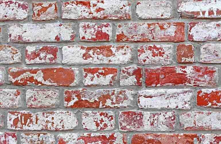Pourquoi les briques deviennent-elles blanches ?